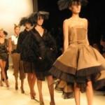 Milano Moda Donna, la sfilata si tinge di nero