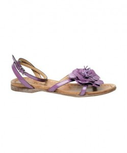 Sandalo rasoterra con motivo floreale